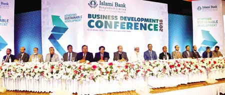 Islami Bank Chairman Arastoo Khan flanked by others poses for photograph as the chief guest at the concluding session of the a two-day business development conference organized by the bank at Pan Pacific Sonargaon Hotel in the capital on Friday.	photo: Bank