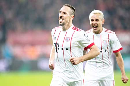 Bayern Munich's French midfielder Franck Ribery (L) celebrates scoring with his teammate Rafinha during the German First division Bundesliga football match Bayer Leverkusen vs FC Bayern Munich on January 12, 2018 in Leverkusen, western Germany. 	photo: AFP