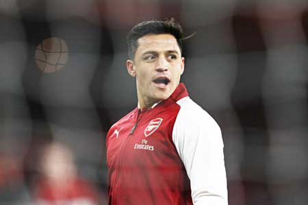 Arsenal's Chilean striker Alexis Sanchez warms up before the English Premier League football match between Arsenal and Chelsea at the Emirates Stadium in London on January 3, 2018.photo: AFP