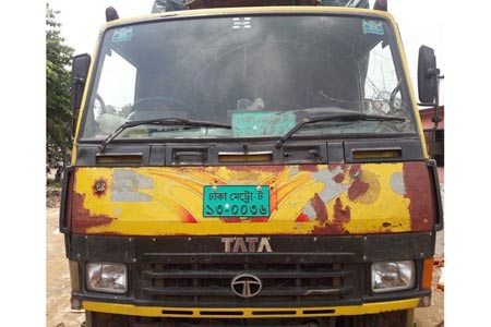 Truck assistant killed by its driver!