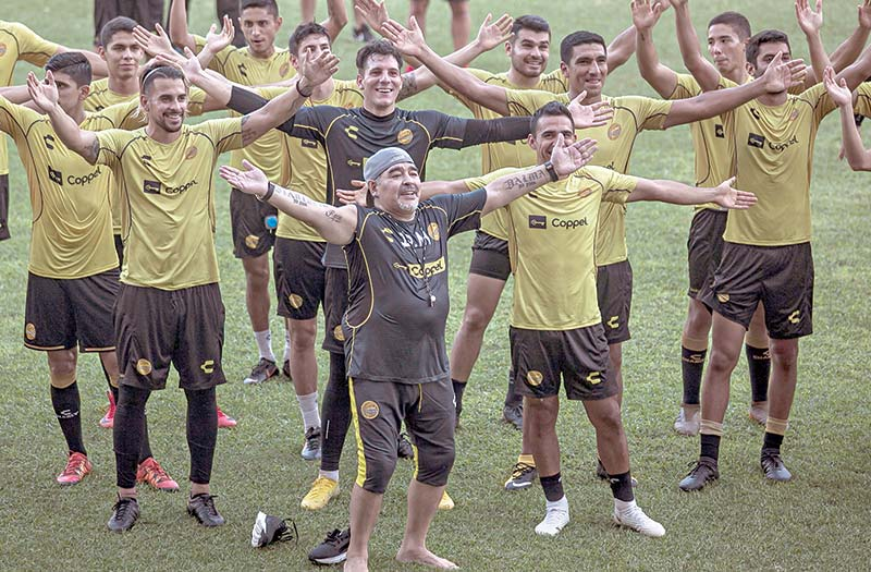 Argentine legend Diego Maradona (C) gestures with the players during his first training session as coach of Mexican football club Dorados, at the Banorte stadium in Culiacan, Sinaloa State, Mexico, on Monday.	photo: AFP