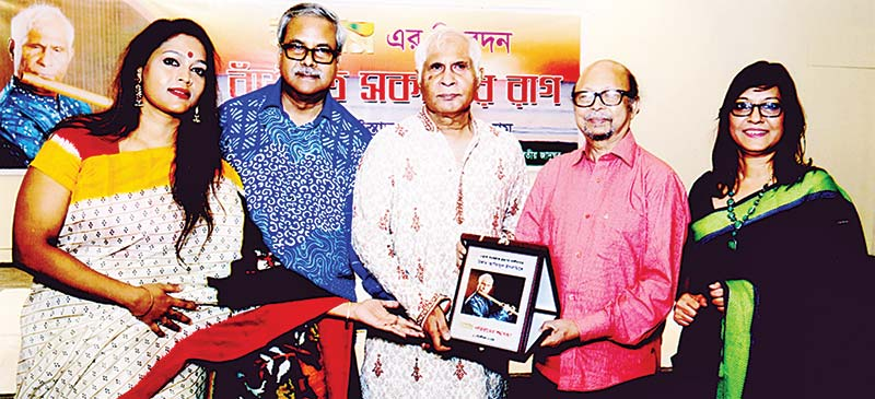 Famed flute artiste Ustad Azizul Islam demonstrated his musical talents