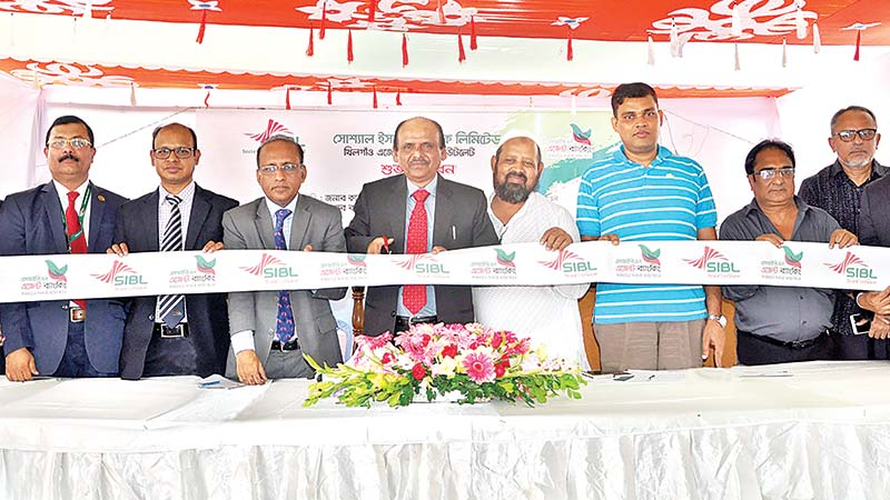 SIBL Managing Director and CEO Quazi Osman Ali inaugurating the 78th agent banking outlet of the bank as the chief guest at Khilgaon in the capital on Saturday.	photo: Bank