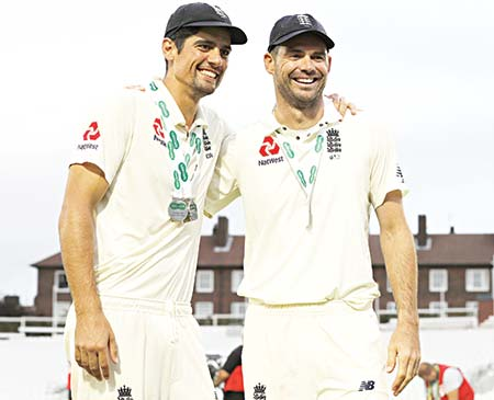 England's Alastair Cook (L) and England's James Anderson pose for photographers after winning the fifth Test cricket match and the series 4-1 against India at The Oval in London on September 11, 2018. 	photo: AFP