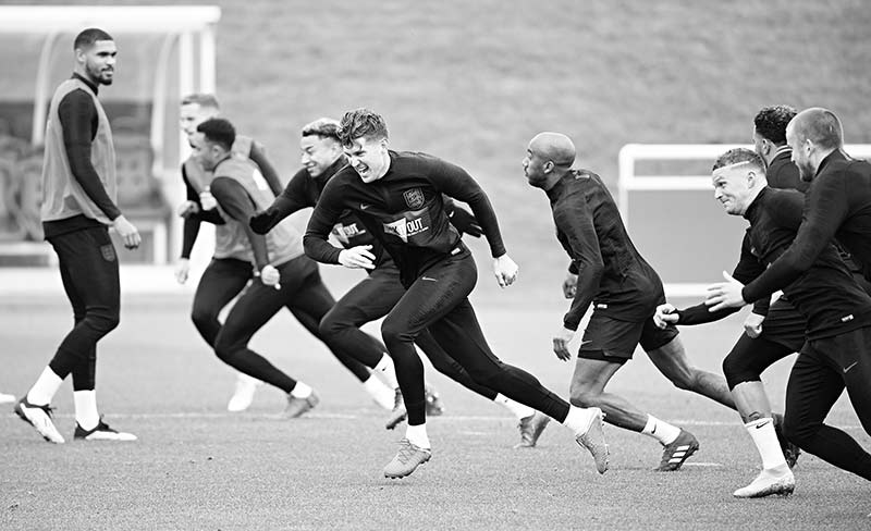England's midfielder Ruben Loftus-Cheek (L) watches as England's midfielder Jesse Lingard (4L), England's defender John Stones (C), England's midfielder Fabian Delph (4R), England's defender Kieran Trippier (3R) and England's midfielder Eric Dier (R) take part in an open training session at St George's Park in Burton-on-Trent, central England on September 10, 2018.	photo: AFP