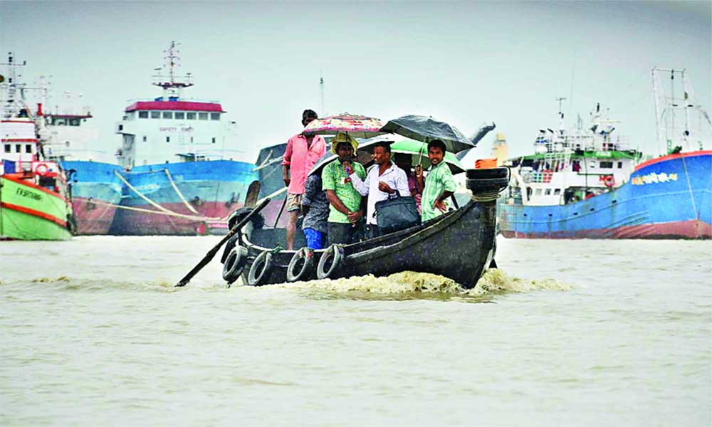 A sampan braves the turbulent Karnaphuli River in Chattogram as cyclone Titli brews while all lighterage vessels remained anchored on Thursday to avoid casualties under the impact of the cyclone. The picture was taken from Abhiyamtra Ghat.	photo: Observer