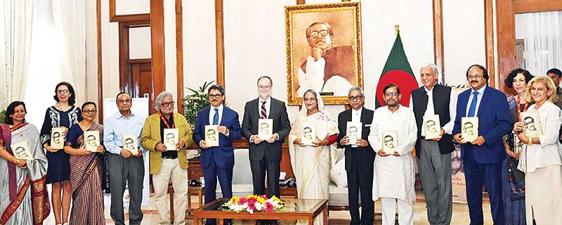 PM Sheikh Hasina at the unveiling ceremony of the Spanish version of the autobiography of Father of the Nation Bangabandhu Sheikh Mujibur Rahman-  'The Unfinished Memoirs'- at her official residence Ganobhaban on Thursday. 	photo: pid