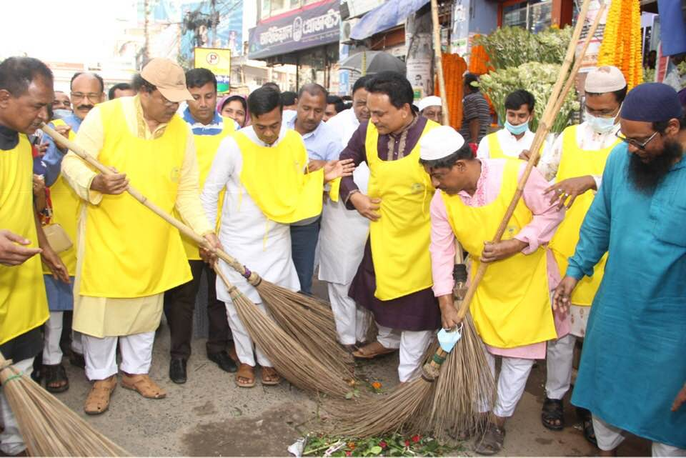 Liton inaugurates clean-up and dustbin distribution program