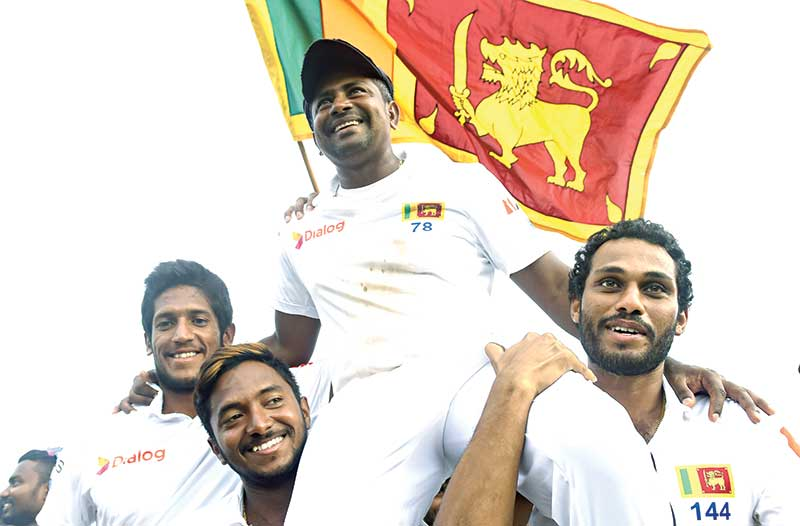 Sri Lanka's Rangana Herath (centre R) is carried off the field by teammates after England won the opening Test cricket match against Sri Lanka at the Galle International Cricket Stadium in Galle on November 9, 2018. - Herath, who made his debut at Galle in 1999 is one away from a century of wickets at this venue to emulate countrymate Muttiah Muralitharan and Australia's Shane Warne, who have got 100 wickets each at one venue.