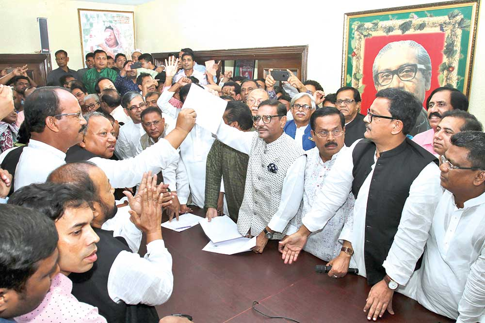 Awami League General Secretary Obaidul Quader showing a nomination form collected for party President Sheikh Hasina. Quader inaugurated the sale of AL nomination forms for the 11th parliamentary election at party President's Dhanmondi political office on Friday.	photo: Observer