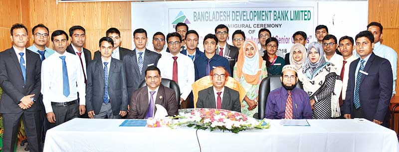 BDBL MD poses for photograph with the participants as the chief guest