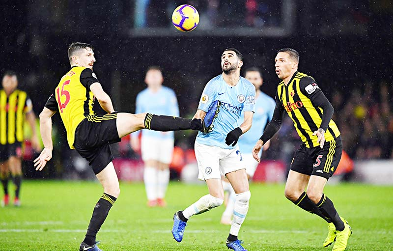 Manchester City's Algerian midfielder Riyad Mahrez (C) vies with Watford's Northern Irish defender Craig Cathcart (L) during the English Premier League football match between Watford and Manchester City at Vicarage Road Stadium in Watford, north of London on December 4, 2018.photo: AFP