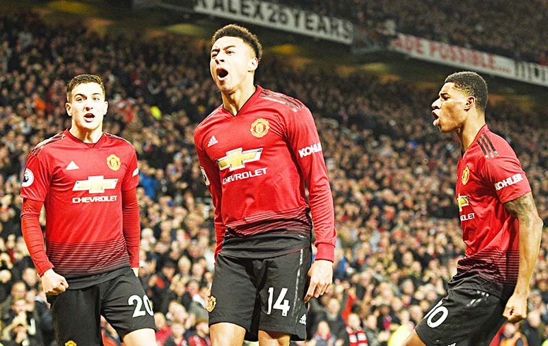 Manchester United's English midfielder Jesse Lingard (C) celebrates scoring their second goal to equalise 2-2 during the English Premier League football match between Manchester United and Arsenal at Old Trafford in Manchester, north west England, on December 5, 2018.	photo: AFP