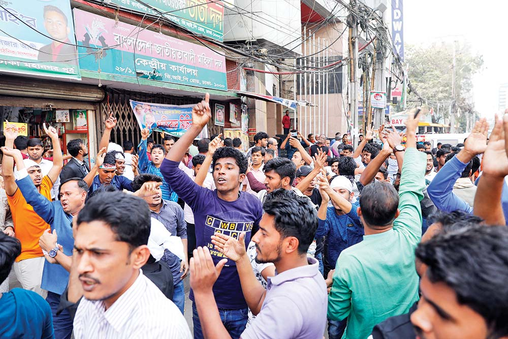 Supporters of BNP leaders, who failed to secure the party nomination, stage demonstration in front of the party's central office at Nayapaltan in the capital on Saturday. (Inset) The aggrieved BNP men also vandalised the party Chairperson Khaleda Zia's Gulshan office.	photo: Observer