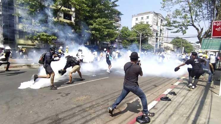 Myanmar police fire stun grenades at protesters - International -  observerbd.com